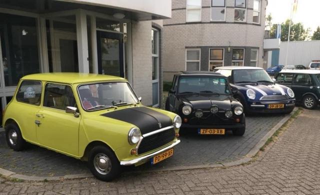Clubavond Veenendaal, Mini's voor de deur_Foto Bonnie Molenaar